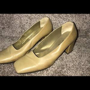 Yves Saint Laurent Low Pumps Ivory Cream - size 8